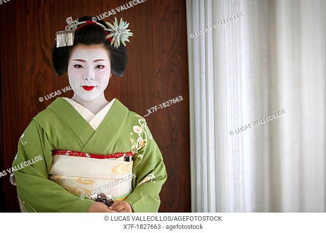 Fukukimi,'maiko' geisha apprentice from Ishihatsu okiya house of geishas Geisha's distric of Miyagawacho Kyoto  Kansai, Japan