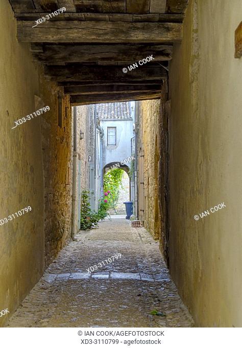narrow alleyway, Monpazier, Dordogne Department, Nouvelle-Aquitaine, France