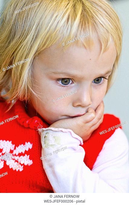 Germany, Schleswig-Holstein, Kiel, portrait of thoughtful little girl