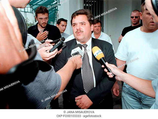***September 18, 1998 FILE PHOTO*** The police investigators asked Czech investigative journalist Pavla Holcova, who cooperated with murdered Slovak reporter...