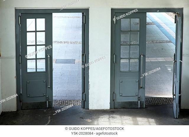 Olympia Stadion, West-Berlin, Berlin, Germany. Interior of the S-Bahn station 'Olympia Stadion', with view to the platforms from the stairs leading to the...