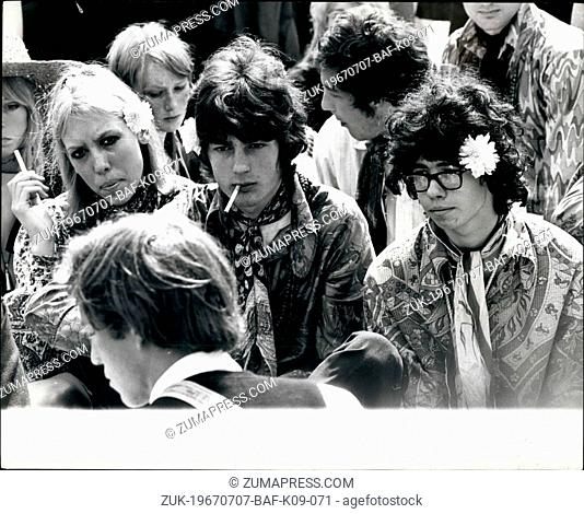 Jul. 07, 1967 - THE FLOWER PEOPLE GATHERS IN HYDE PARK. Hundreds of young hippies gathered in Hyde Park yesterday, where they were having a 'be-in'