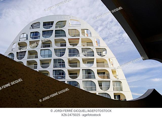 Building in the resort town of La Grande Motte, Architect: Jean Balladur, Languedoc-Roussillon, France, Europe