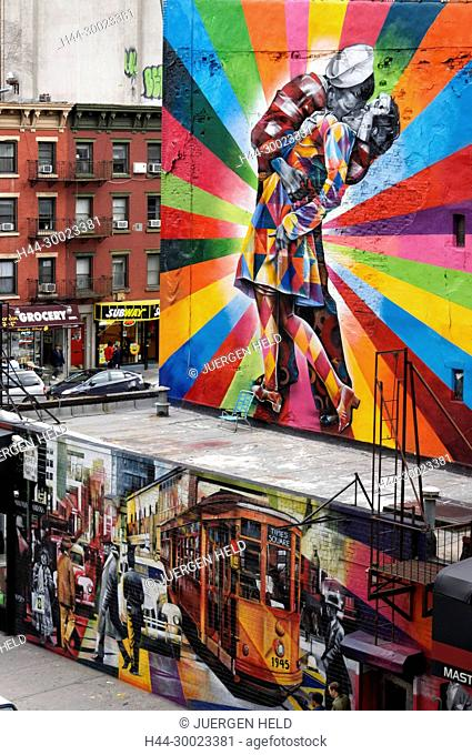 View from High Line to Wall Painting The kiss , Meatpacking District, NYC
