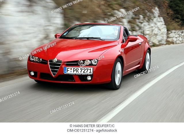 Alfa Romeo Spider 3.2 JTS V6 24V Q4 Exclusive, model year 2006-, red, driving, diagonal from the front, frontal view, country road, open top