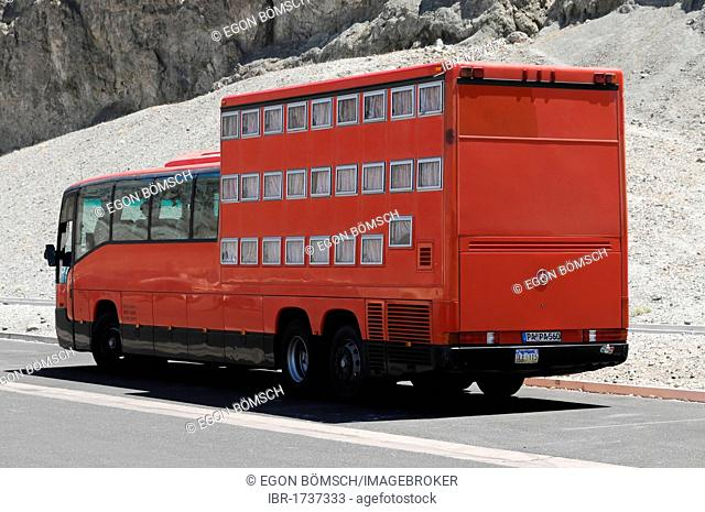 Rotel coach, a bus incorporating a mobile hotel, travelling on Route 178 in Death Valley, Death Valley National Park, California, USA, North America