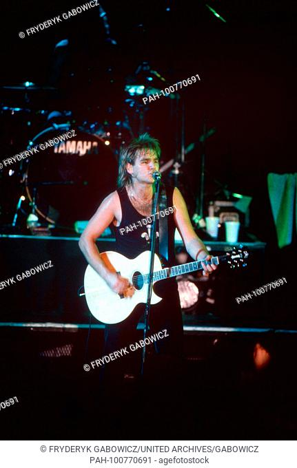 "Mike Peters von """"The Alarm"""", britische Alternative-Rockband, beim Konzert in München, Deutschland 1986. Mike Peters of British alternative rock band """"The..."