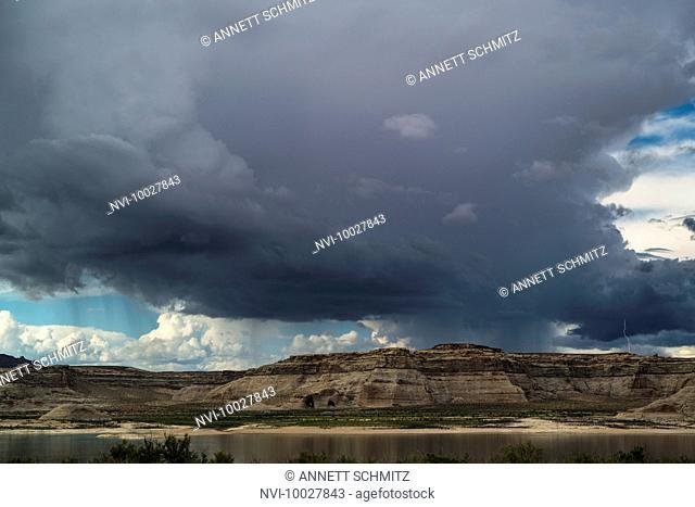 Thunderstorm at Lake Powell, Glen Canyon, Utah, USA