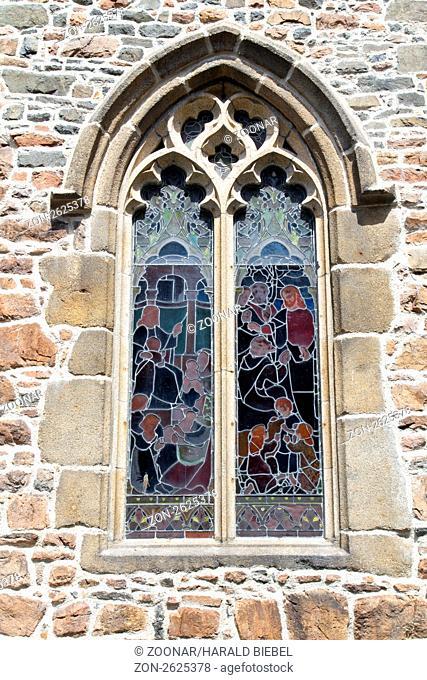 Historisches Kirchenfenster von außen