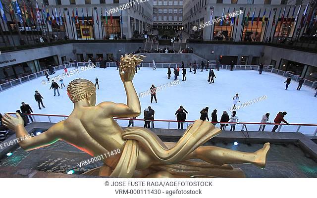 USA, New York City, Manhattan,Midtown, Rockefeller Center,Ice skating plaza