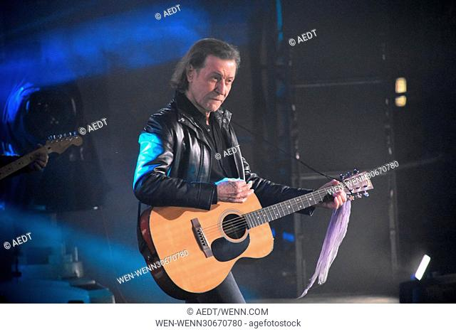 New Year's Eve party (Silvester Party) at Brandenburger Tor. Featuring: Albert Hammond Where: Berlin, Germany When: 31 Dec 2016 Credit: AEDT/WENN.com