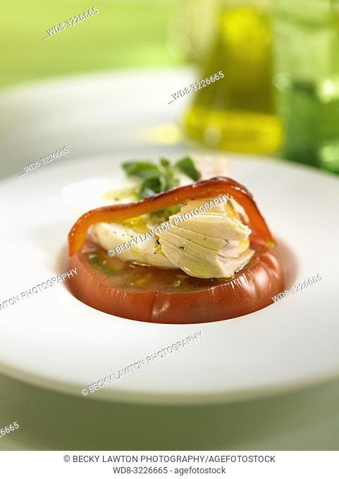 platillo de ventresca de atun con mozzarella y tomate raf / tuna belly with mozzarella and raf tomato