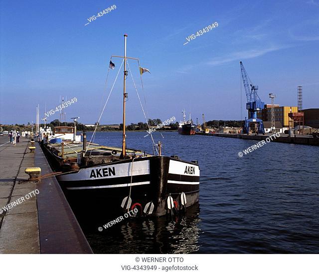 D-Wolgast, Peenestrom, Ostsee, Mecklenburg-Vorpommern, Hafen, Frachtschiff am Anlegeplatz, Hafenkai, Pier D-Wolgast, Peenestrom, Baltic Sea
