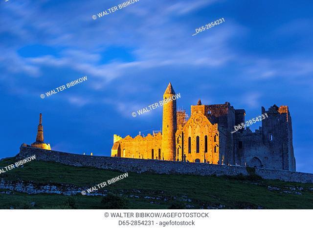 Ireland, County Tipperary, Cashel, Rock of Cashel, 12th-13th religious buildings, dusk