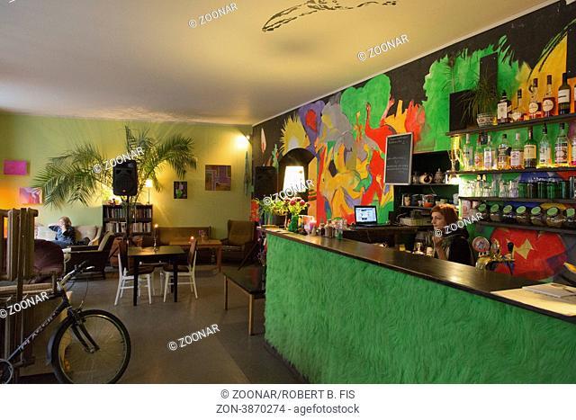 stylishe Bar im neuen Inviertel von Riga an der Miera Iela (Friedensstrasse) Foto: Robert B. Fishman, ecomedia, 1.9.2012
