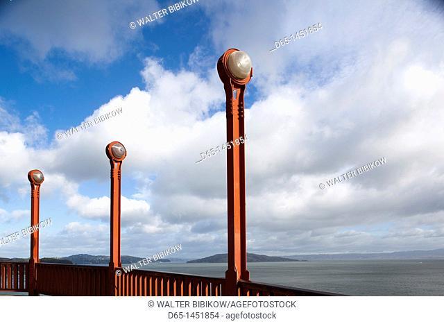USA, California, San Francisco,Golden Gate National Recreation Area, Golden Gate Bridge, lamp detail