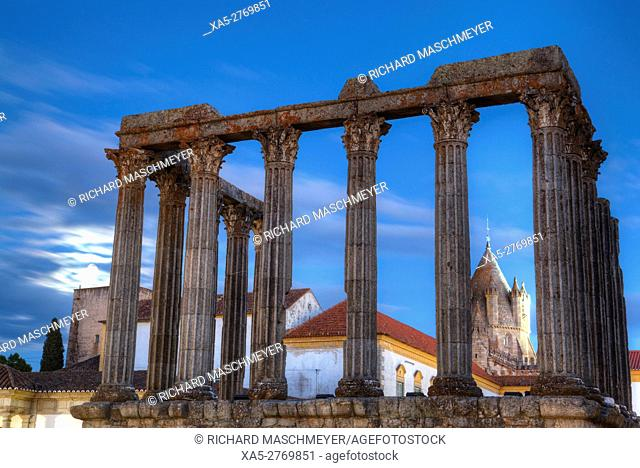 Roman Temple (foreground), Evora Cathdral (background), Evora, UNESCO World Heritage Site, Portugal