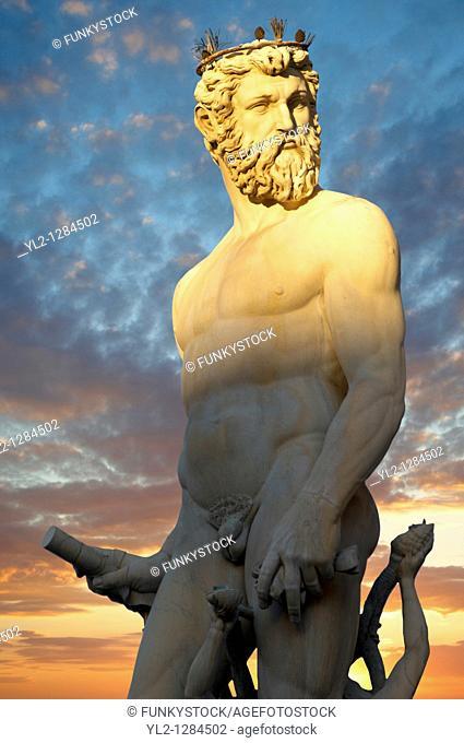 Fountain & Statue of Neptune - Plazza Della Signora - Florence Italy