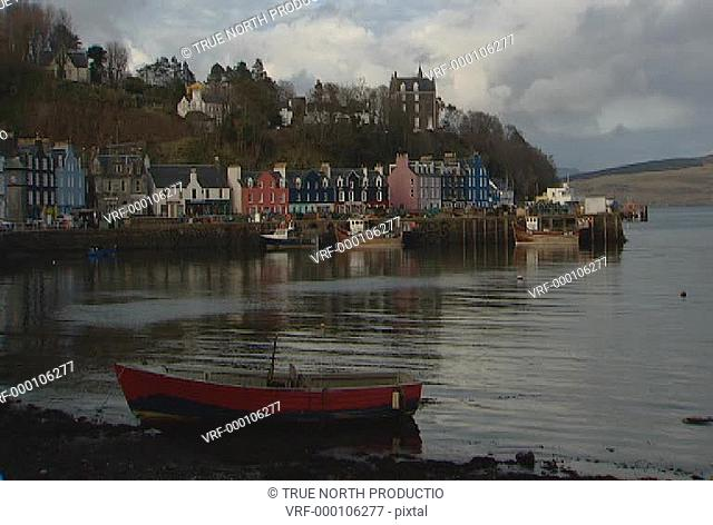 Mull, Scotland, GV, Mwide shot of coastal village, rowing boat in foreground, calm sea, picture postcard, idyllic, peaceful