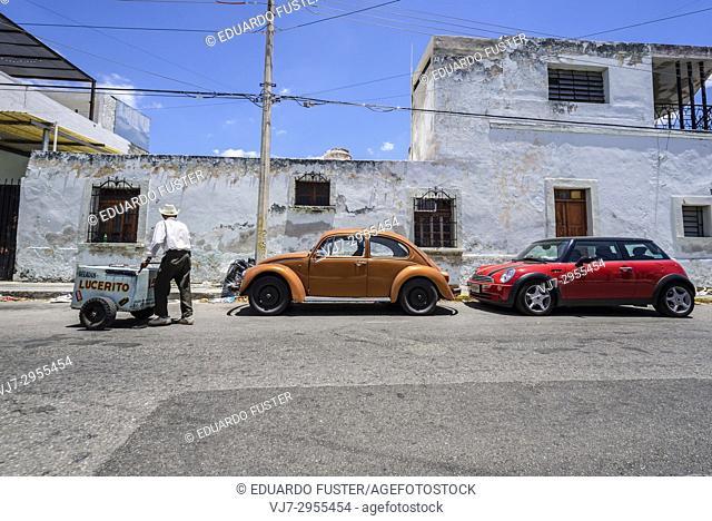 Delivery man in the historic center, Merida, Riviera Maya, Yucatan Province, Mexico, Central America
