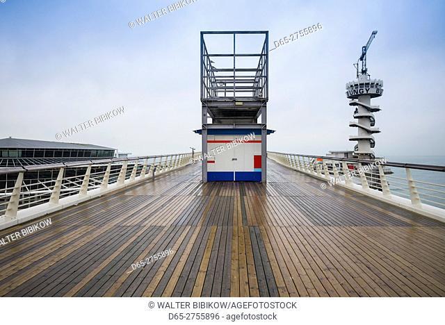 Netherlands, Scheveningen, De Pier, Scheveningen Pier's bungy jump tower
