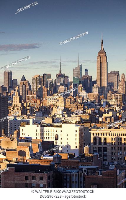 USA, New York, New York City, Lower Manhattan, Mid-town Manhattan skyline, elevated view, sunset