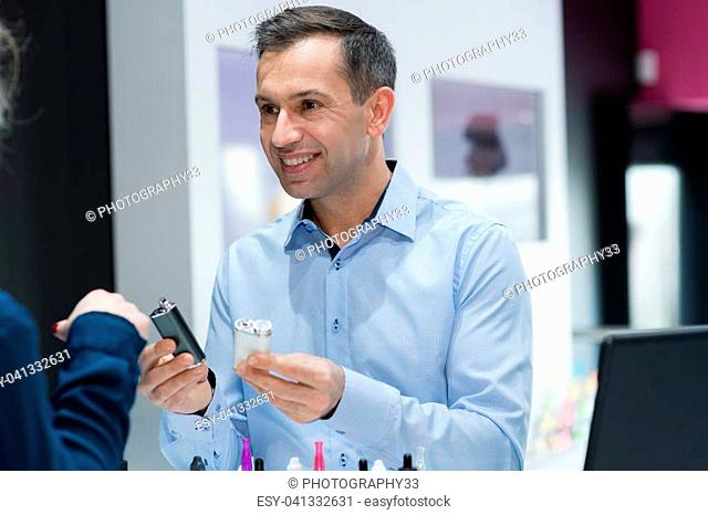 male customer buying vapourrefill