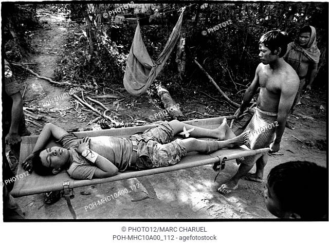 Exvacuation of an injured soldier during the Mei Ba Roum Chei operation against the red Khmers on the Bassac river November 1974