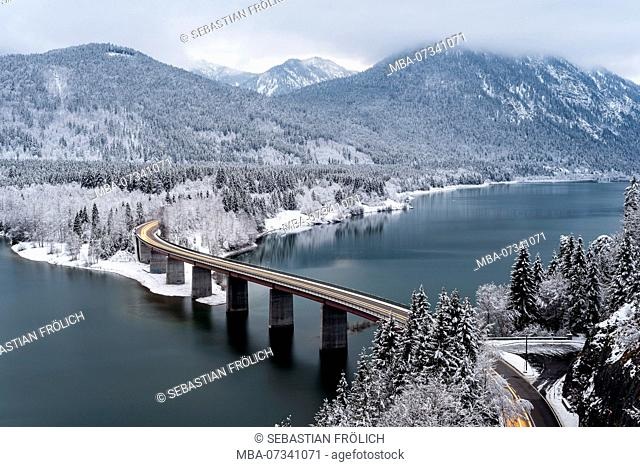 The bridge and federal highway over the Sylvenstein reservoir in wintertime