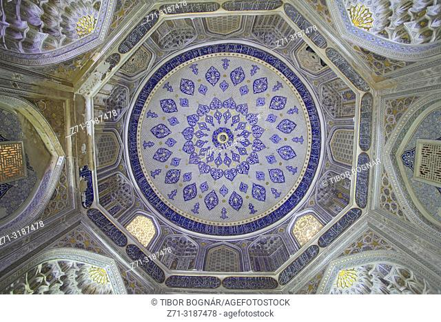 Uzbekistan, Samarkand, Shah-i-Zinda, necropolis, Shirin Beka Oka Mausoleum, interior;