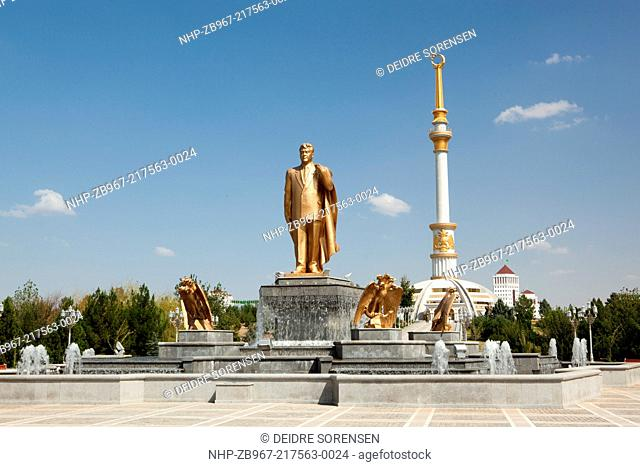A statue of the former &quot,President for Life&quot, in Independence Park, Ashgabat, Turkmenistan