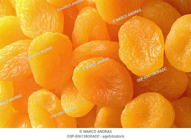 dried cristalized apricot fruit