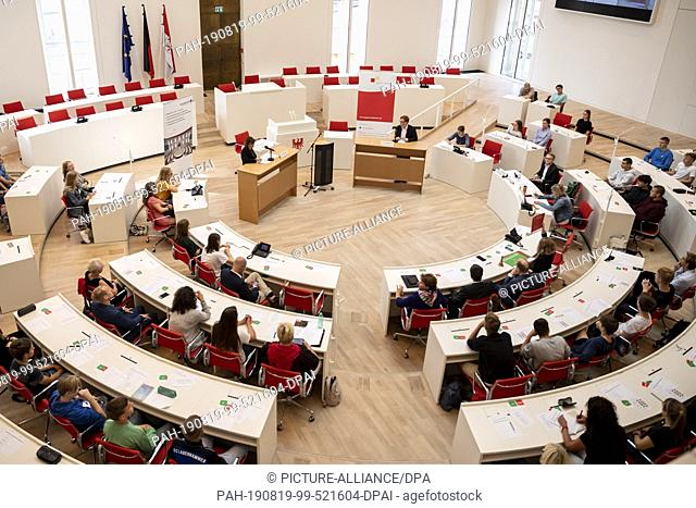 19 August 2019, Brandenburg, Potsdam: The plenary hall of the Brandenburg State Parliament can be seen during the debate of Ursula Nonnemacher (l, podium)
