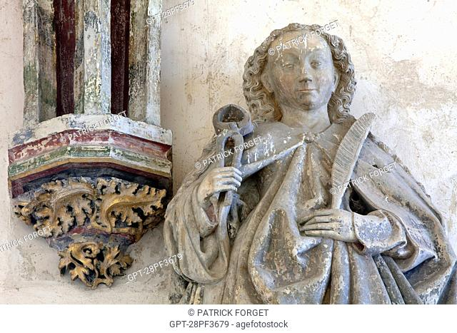 STATUE OF SAINT APOLLONIA WITH HER PAIR OF PLIERS AND THE MARTYR'S PALM, PATRON SAINT OF DENTISTS AND PROTECTOR AGAINST TOOTHACHE