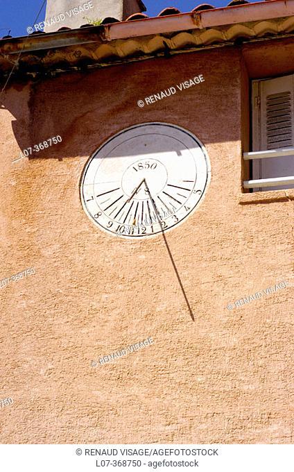 Sundial on wall. Ramatuelle. Riviera. France