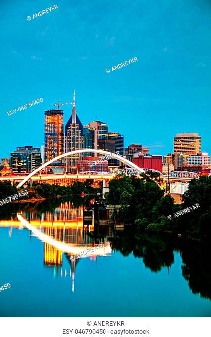 Downtown Nashville, Tennessee cityscape at night