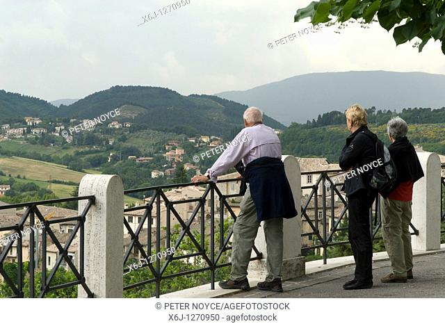 group looking out over a viewpoint near the ponte della torri at spoleto