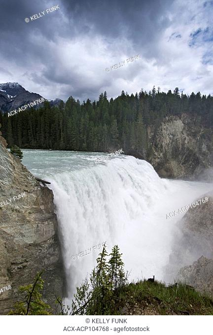 Wapta Falls, Yoho National Park, near Field, Rocky Mountain region, British Columbia, Canada