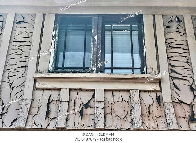 Paint peeling around a window on the exterior of an abandoned home in Richmond Hill, Ontario, Canada. - RICHMOND HILL, ONTARIO, CANADA, 26/06/2016