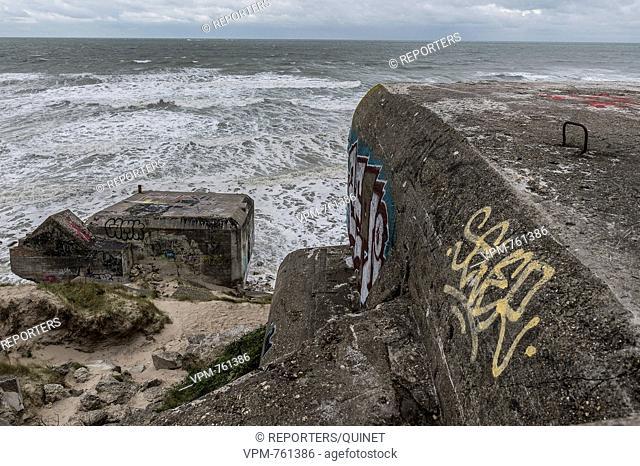 Bray-Dunes - 19 october 2016 La cote et les ruines du mur de l'Atlantique de deuxième guerre mondiale. In de duinen, langs het strand van Zuidcoote