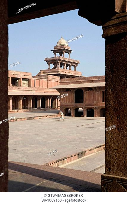 Five-storey building in the Panch Mahal Palace, UNESCO World Heritage Site, Fatehpur Sikri, Uttar Pradesh, India, South Asia