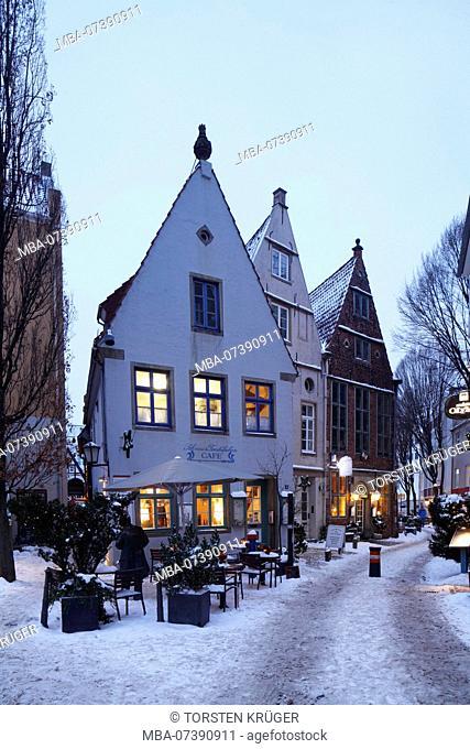 Snowy old houses in Schnoorviertel, Bremen, Germany, Europe