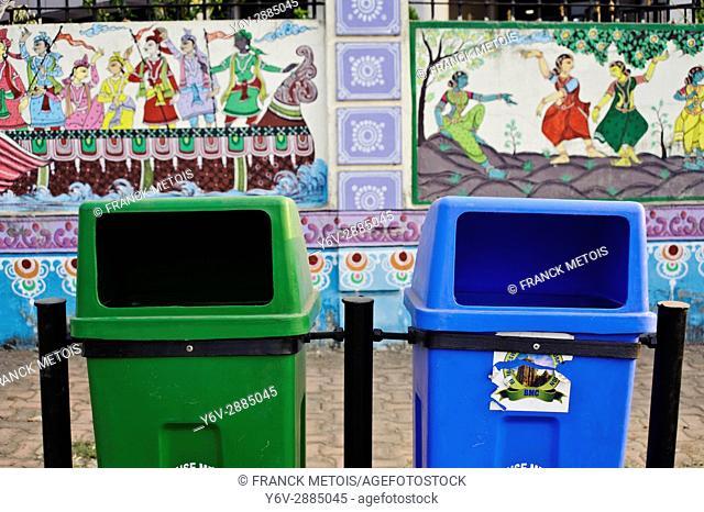 Dust bins + mural paintings in Bhubaneswar ( India)