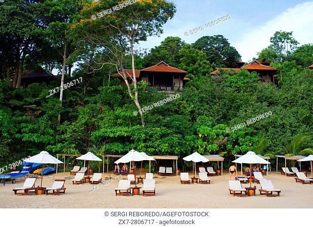 Beach and bungalows of the luxury hotel Pimalai Resort, Kantiang Beach, Ko Lanta or Koh Lanta island, Krabi, Thailand, Asia
