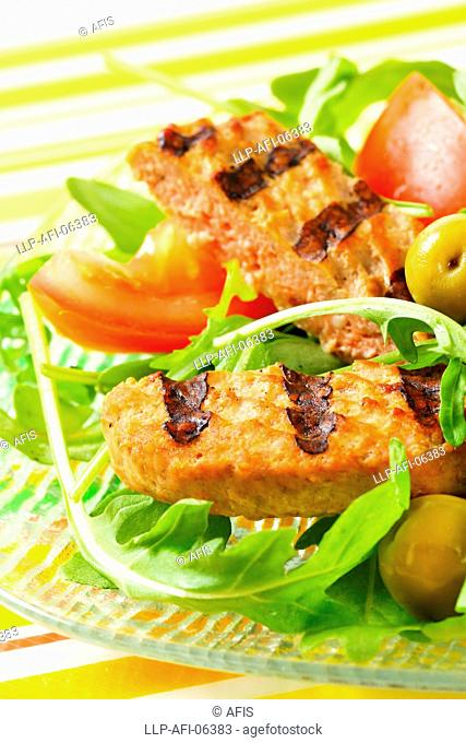 Grilled patty with fresh vegetable salad