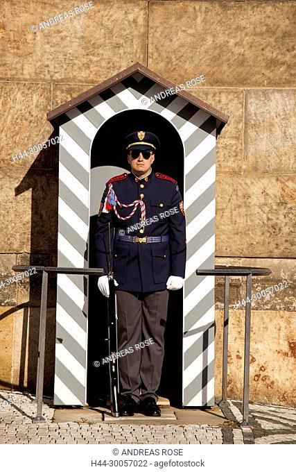 Palace guard at Prague Castle, Hradcany, Prague, Bohemia, Czech Republic, Europe