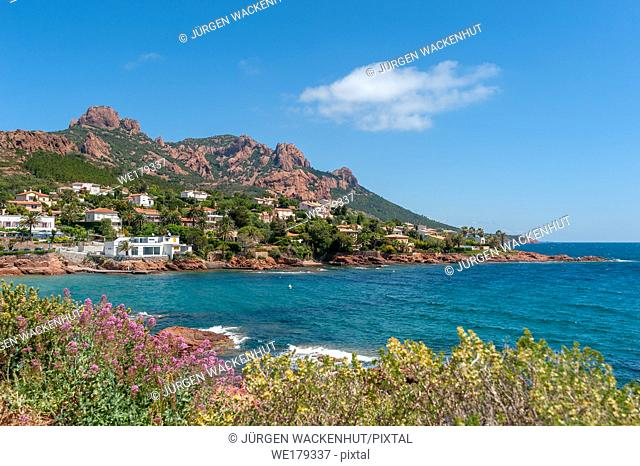 Coastal landscape in front of the Massif de'l Esterel, Antheor, Var, Provence-Alpes-Cote d`Azur, France, Europe