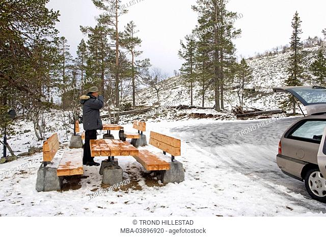Finland, Levi, man, roadside, resting place, coffee-pause, winter