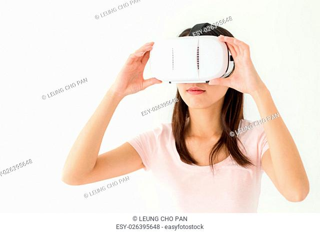 Woman wearing of virtual reality