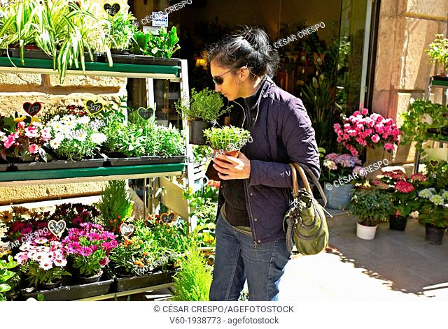 -Woman Buying Plants- Gold Coast (Spain)